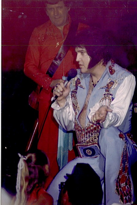 [IMG]http://www.elvisconcerts.com/pictures/s76090411.jpg[/IMG]