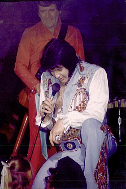 [IMG]http://www.elvisconcerts.com/pictures/s76090412.jpg[/IMG]